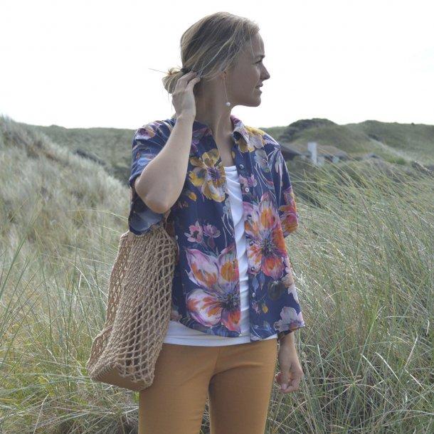 Aila skjorte DIY - Blå med blomster