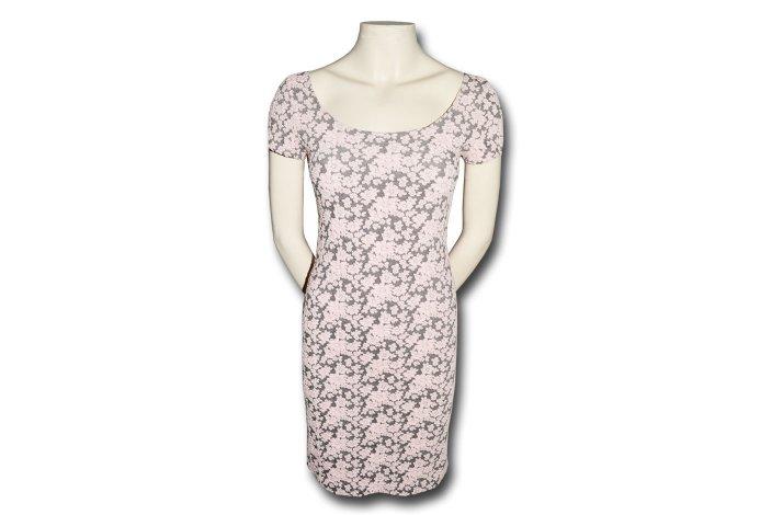 Kjole med rosa blomster